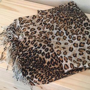 Leopard print pashmina